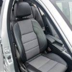 Сидіння в Mercedes C-class.