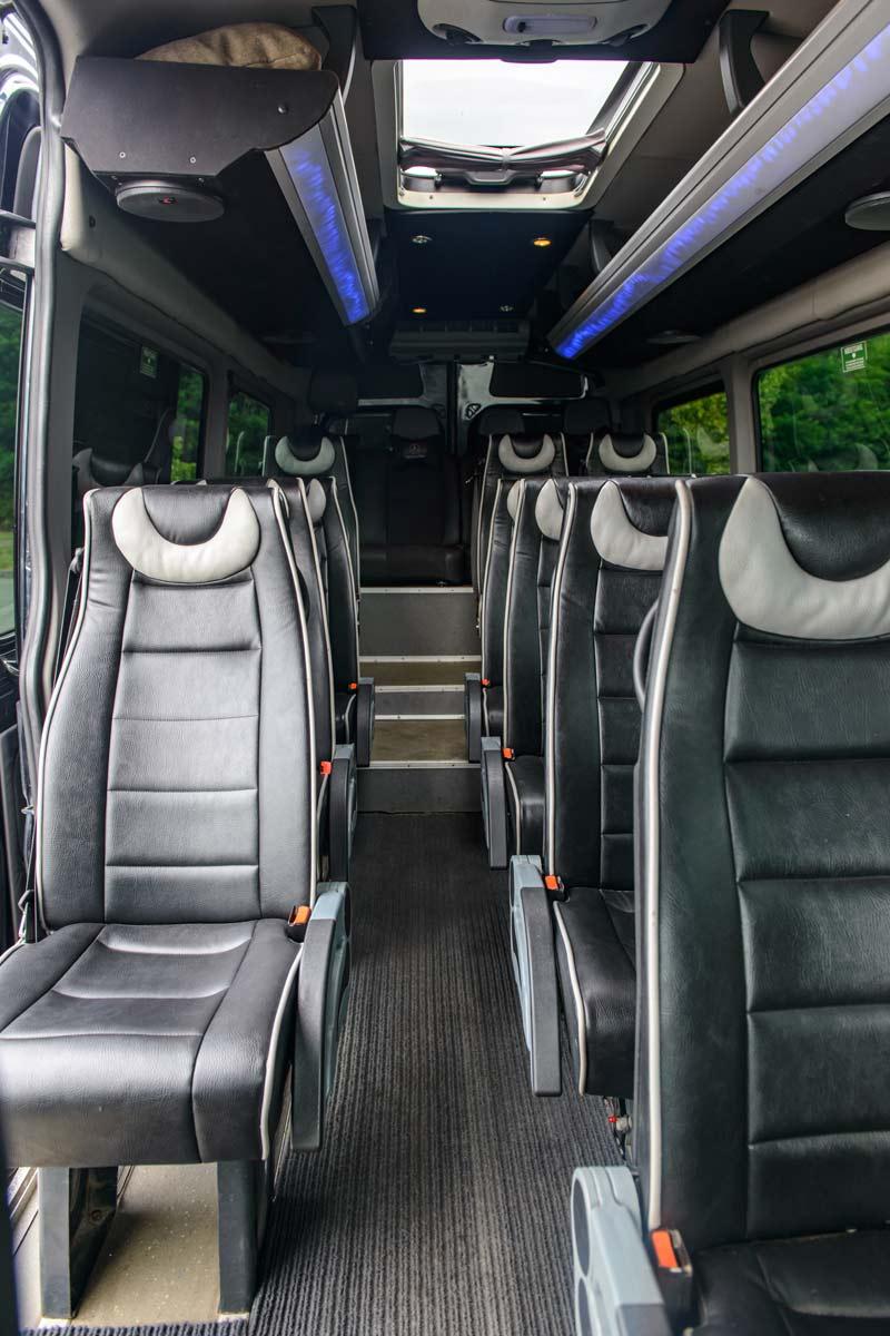 Салон мікроавтобуса Mercedes Sprinter 516.